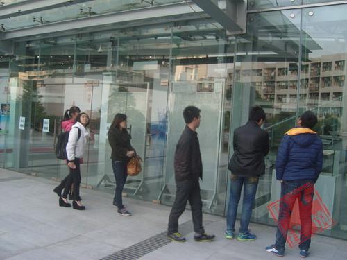 在老师的带领下参观了上海同济大学—土木工程学院