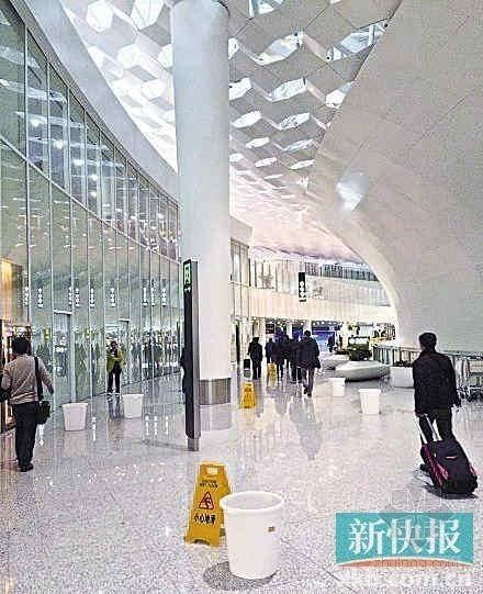 资料显示,深圳机场新航站楼表皮为双层结构,形成了